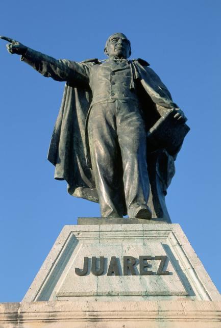 benito-juarez-statue